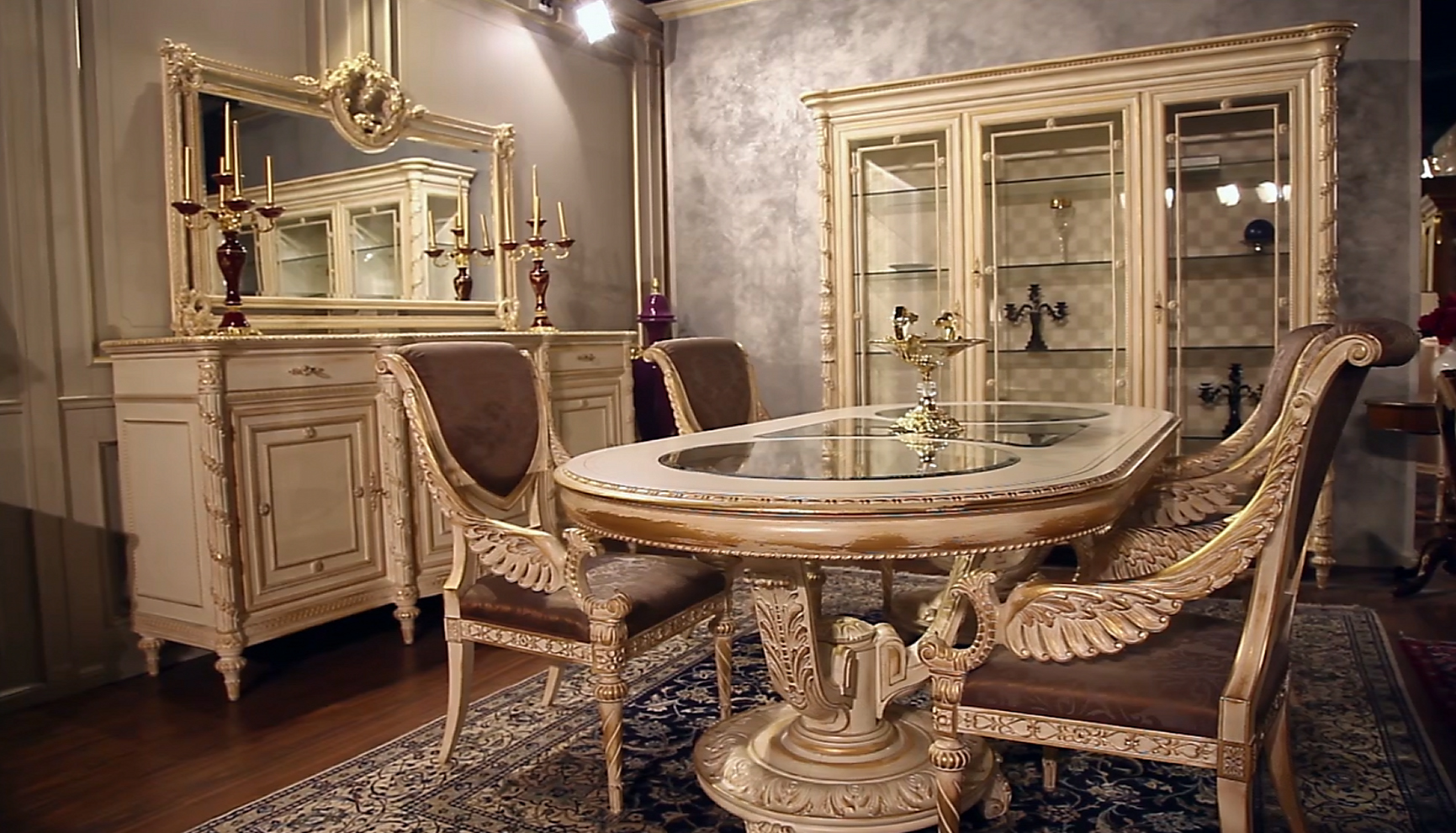 New collections of luxury classic furnishing the movie for Arredi di lusso casa