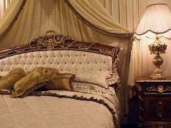 Arredi classici di lusso: camera da letto in noce stile Luigi XVI