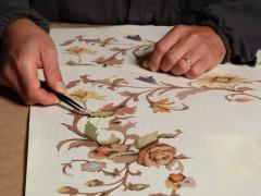 Mobili classici italiani: intarsi artigianali eseguiti a mano in Italia