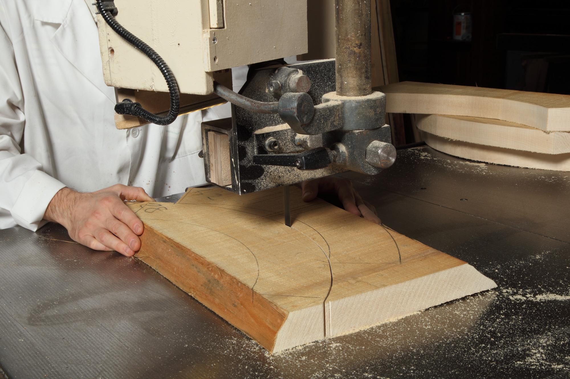 La produzione di mobili classici con antiche tecniche for Produzione di mobili