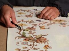 Produzione mobili classici: intarsio