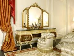 Camera classica con letto di lusso matrimoniale