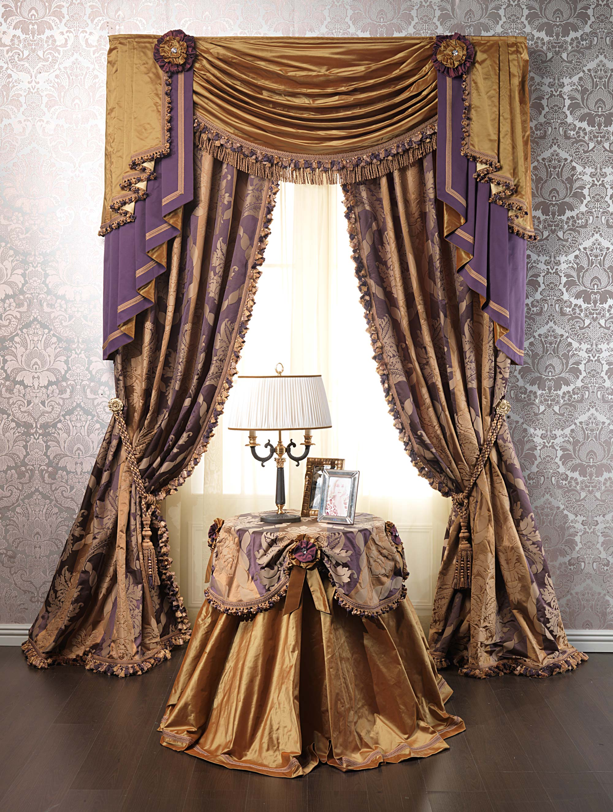 Luxurious curtains: the character of purple