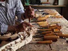 Mobili artigianali classici: intaglio
