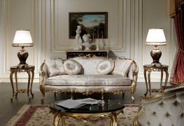 The classic tailor-made sofas: white and gold