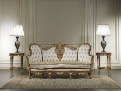 Divani classici su misura: eleganti intagli