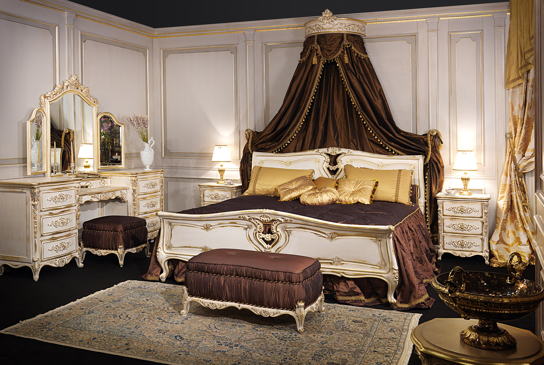 The canopy bed the models in the most beautiful wall - Pictures of canopy beds ...