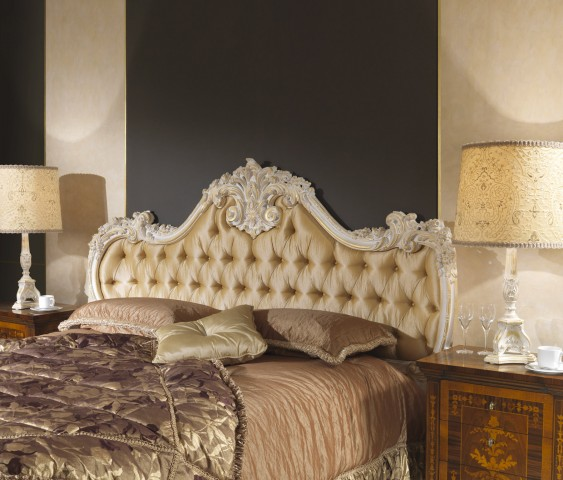 King-size beds in style: the carvings