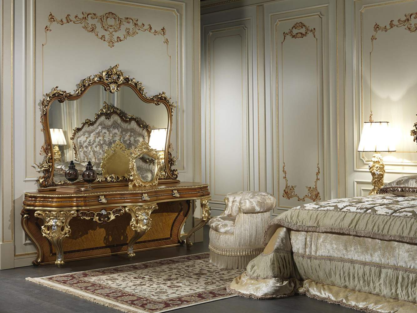 Brilliant A Mirror In Baroque Style For Rooms Of Luxury Home Interior And Landscaping Staixmapetitesourisinfo
