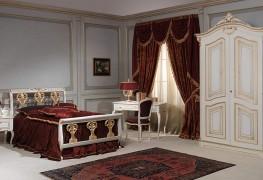 Классические деревянные кровати с резьбой