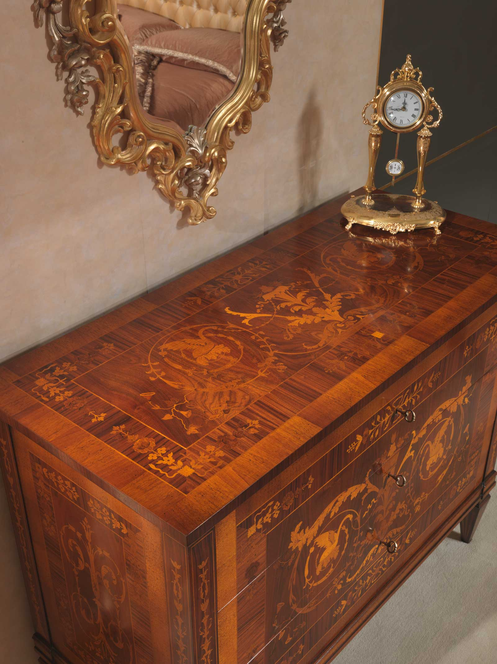 Classic Italian Bedroom 18th Century Inlaid Chest Of