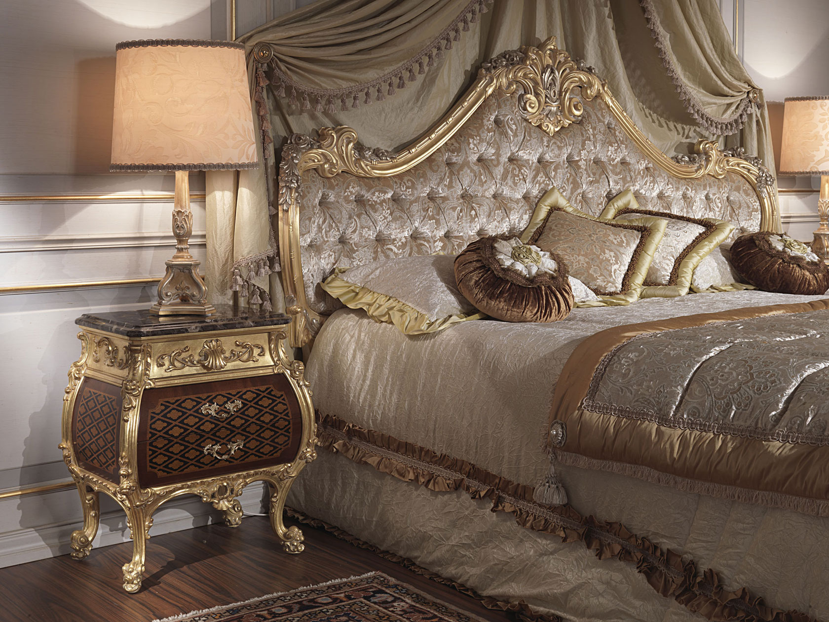 Classic Bedroom Italian 18th Century And Louis Xv Bed And