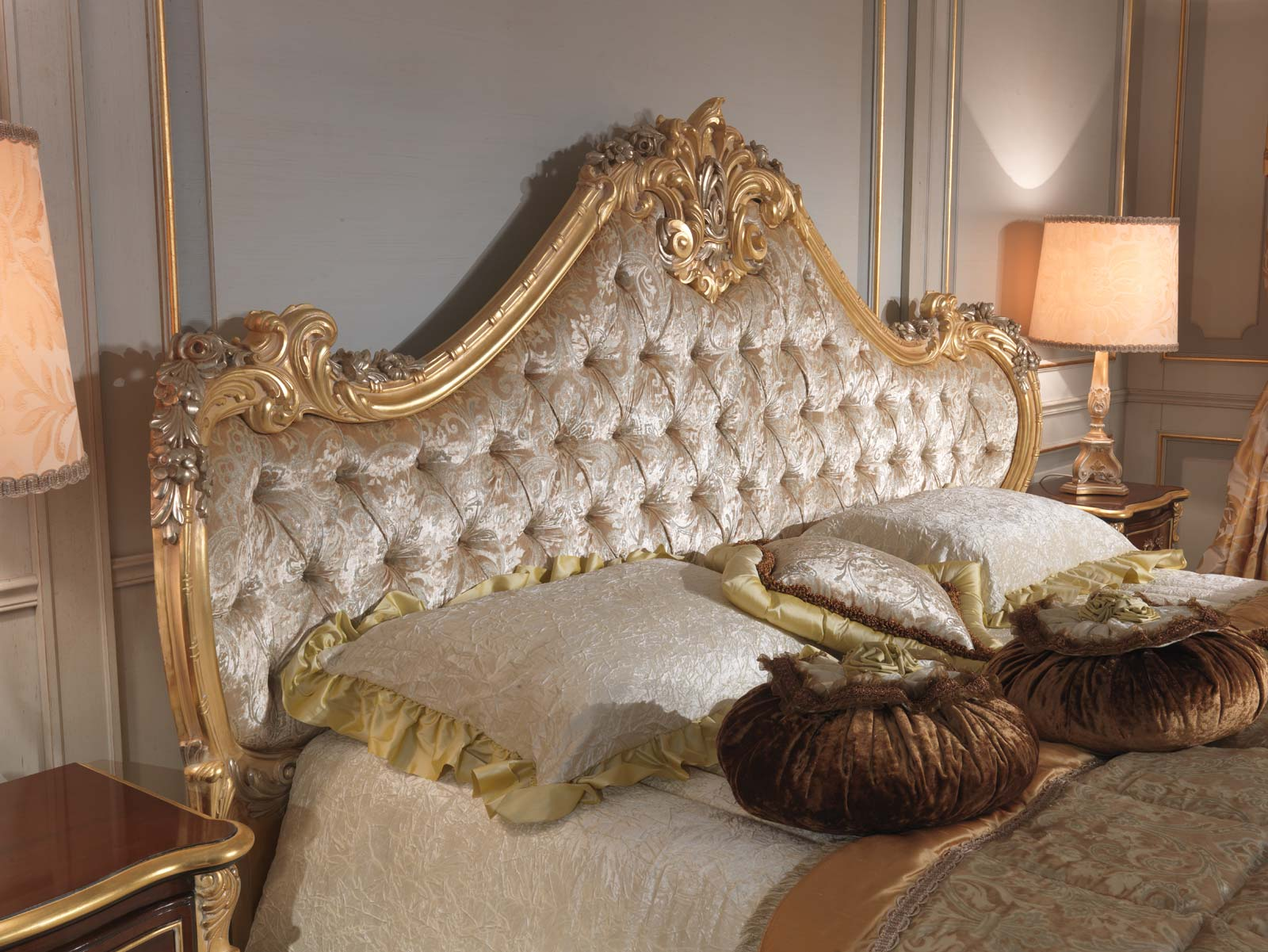 Classic Italian Bedroom 18th Century Carved Bed