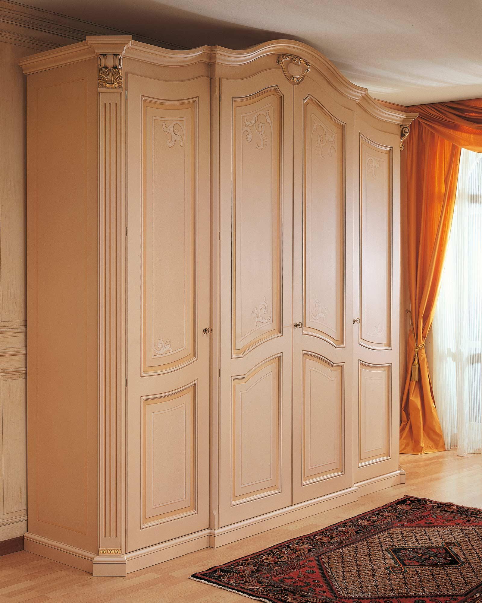 Armoire dans le style classique de la collection xviiie - Armoire quatre portes ...