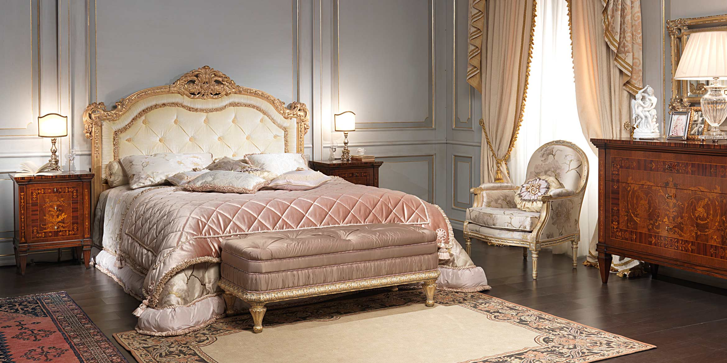 Classic Maggiolini bedroom, bed, night tables and chest of drawers ...