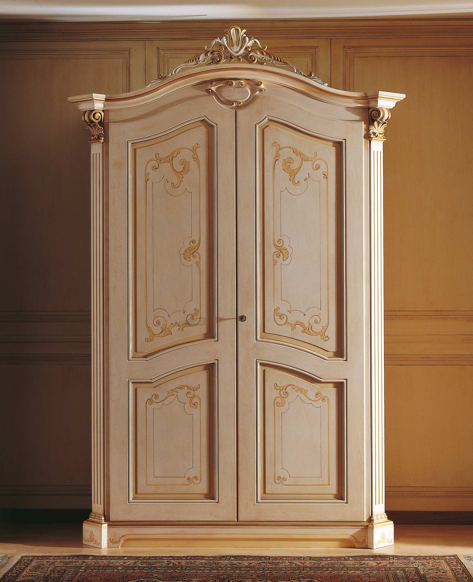Classic Wardrobe With Frame Top Of The 18th Century
