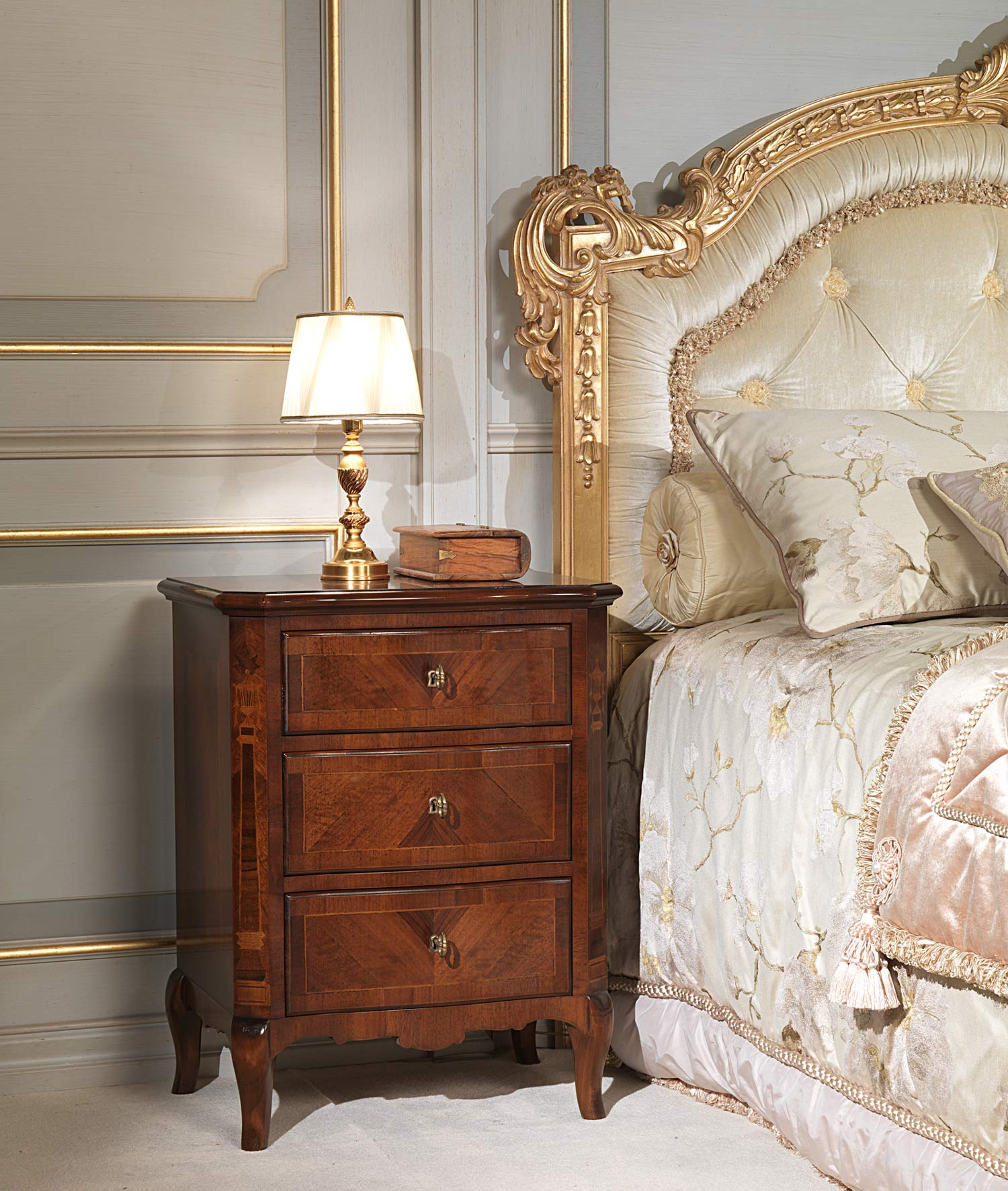 Classic 19th century french bedroom bed with capitonn for Classic french beds