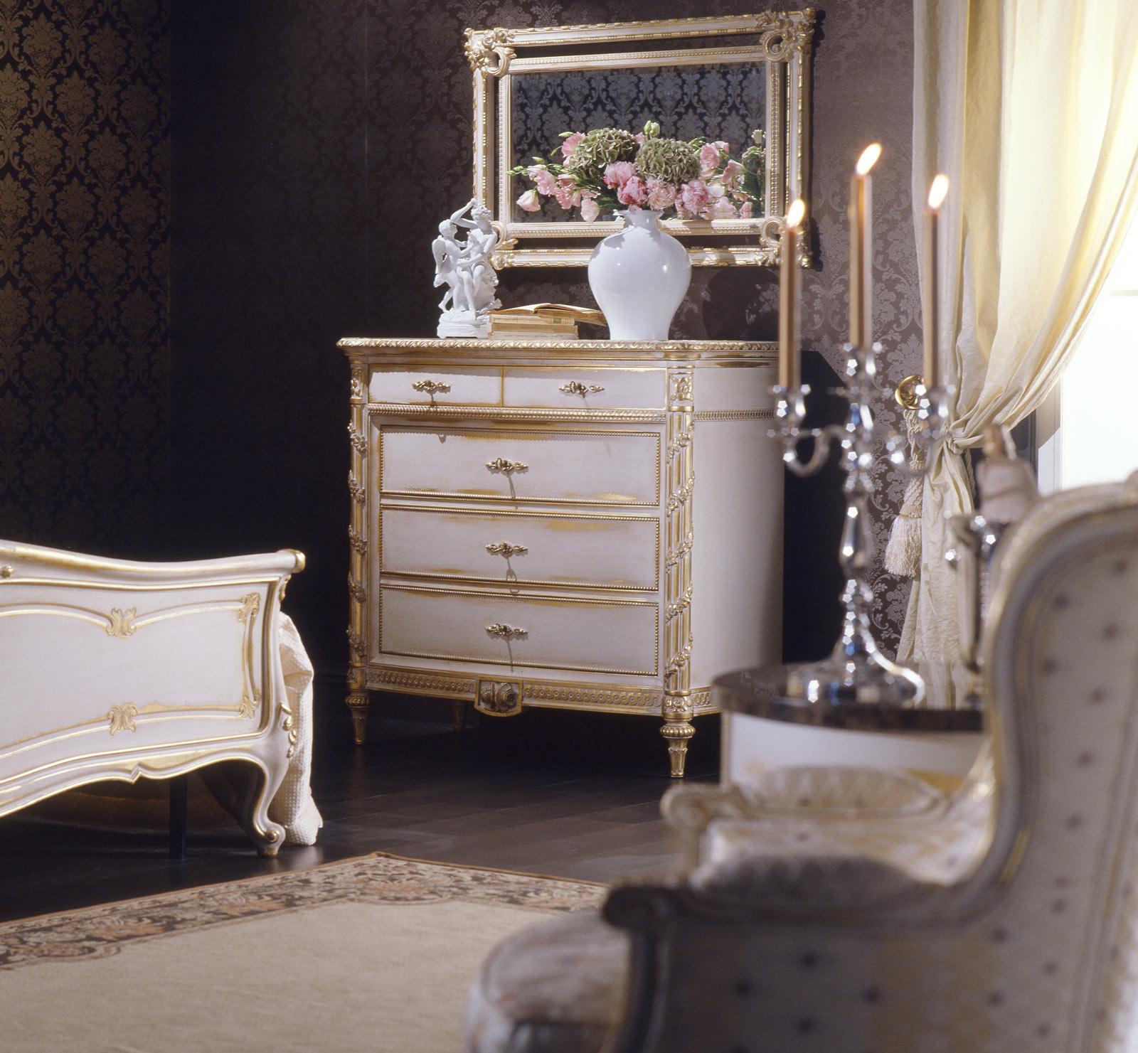 chambre coucher classique dans le style louis xvi lit commode miroir avec finition blanc. Black Bedroom Furniture Sets. Home Design Ideas