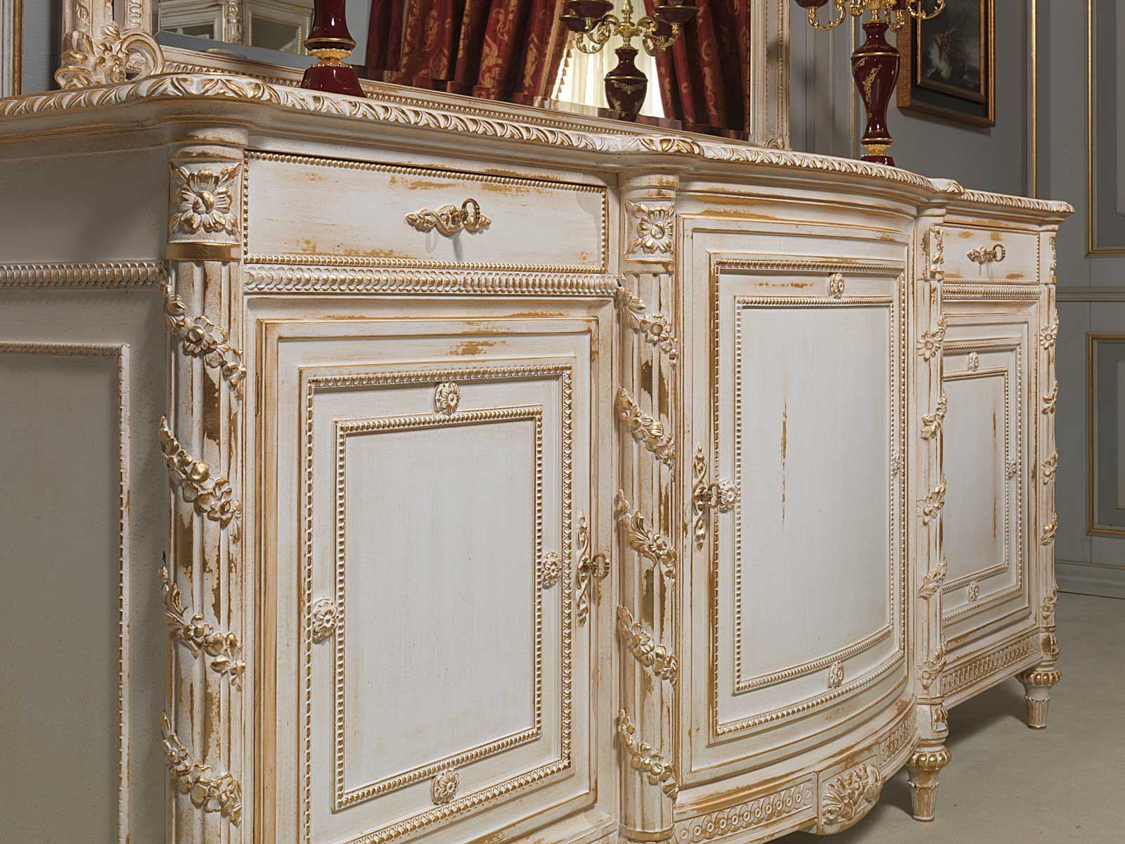 carved sideboard white and gold in louis xvi style vimercati classic furniture. Black Bedroom Furniture Sets. Home Design Ideas