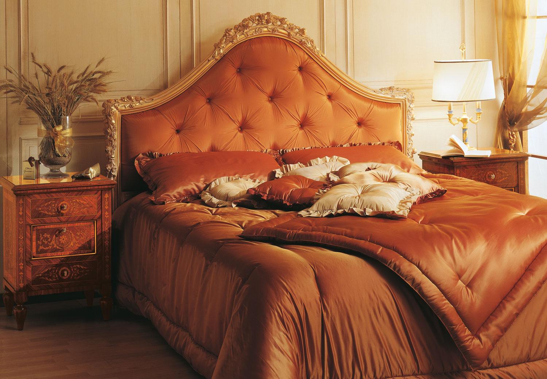 Chambre coucher classique maggiolini lit capitonn for Chambre a coucher capitonne