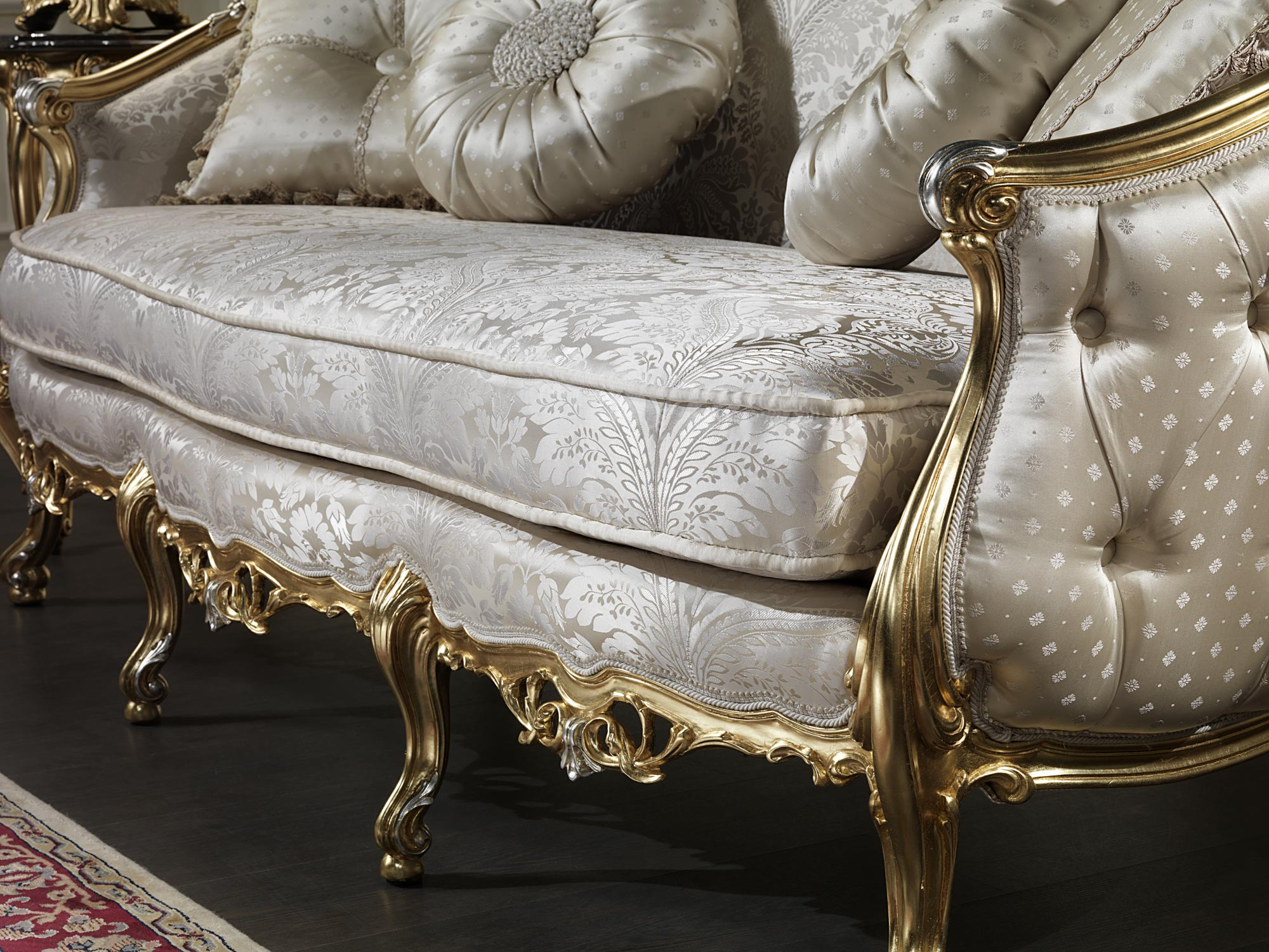 Venezia luxury classic sofa vimercati classic furniture for Classic furniture