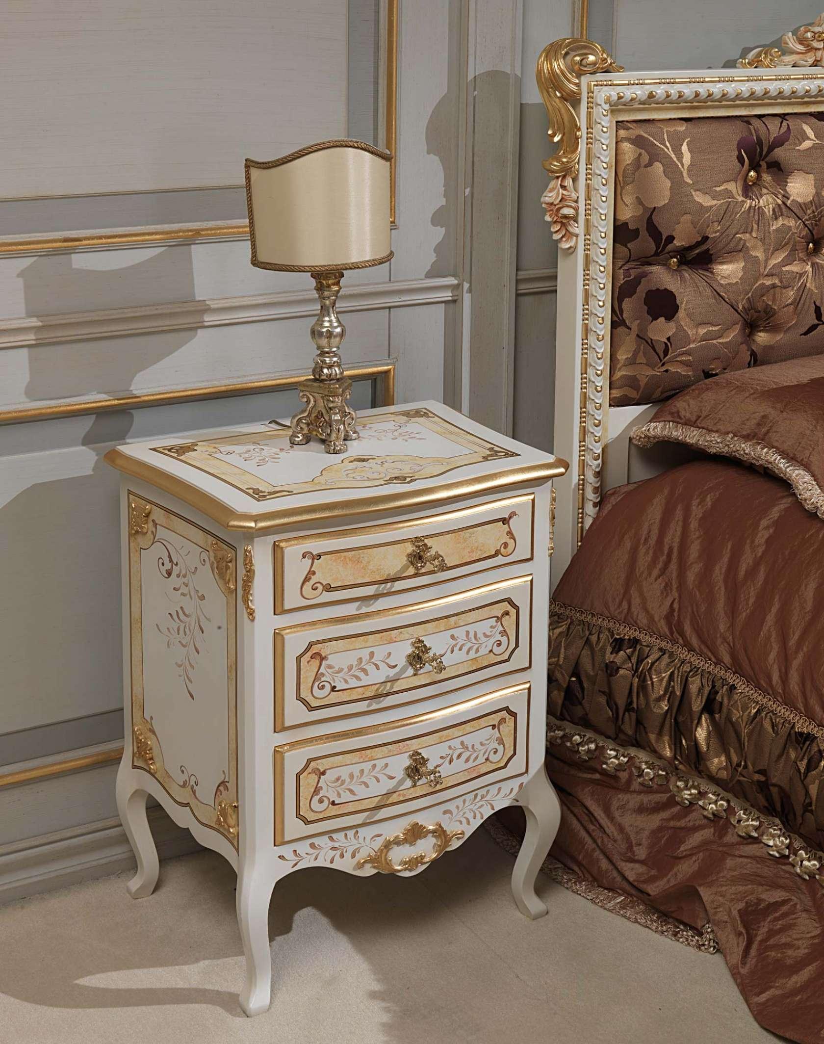 table de nuit classique. Black Bedroom Furniture Sets. Home Design Ideas