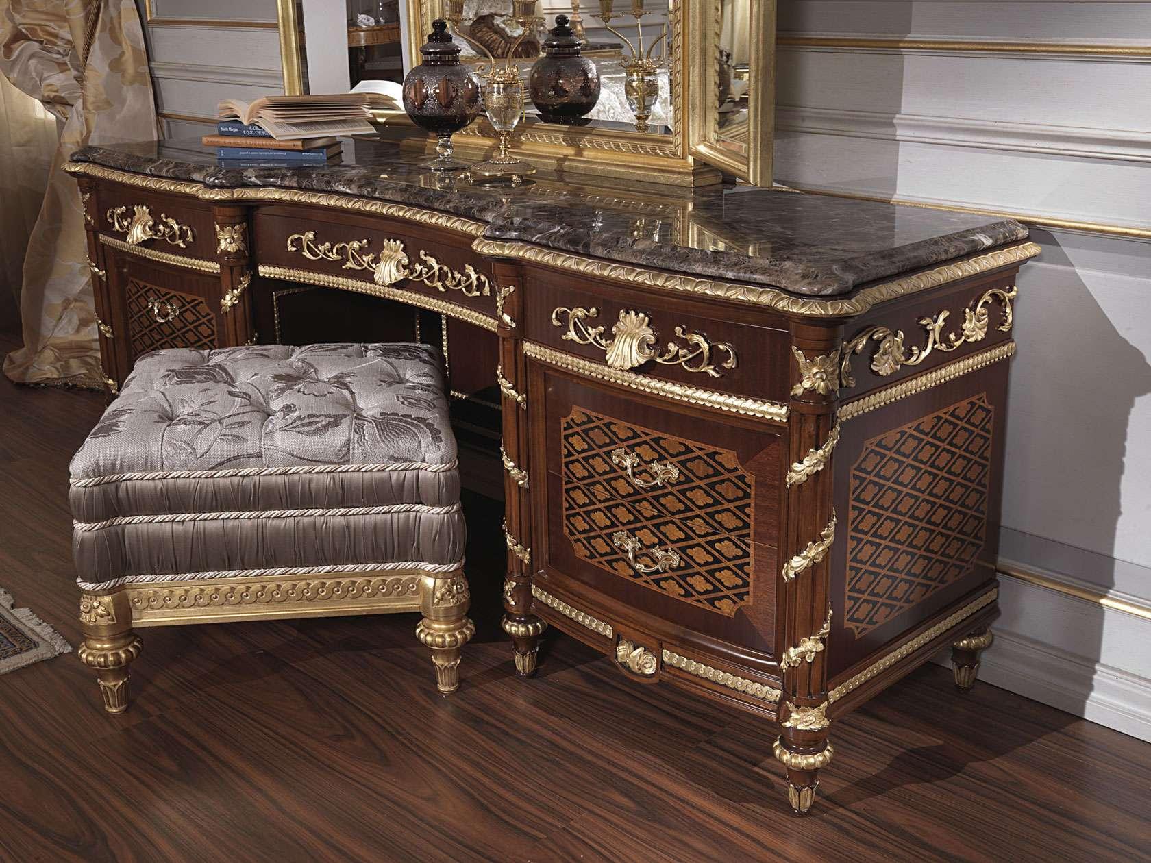 Cuisine Ikea Gris Mat : Chambre à coucher classique XVIIIe siècle et toilette Louis XV