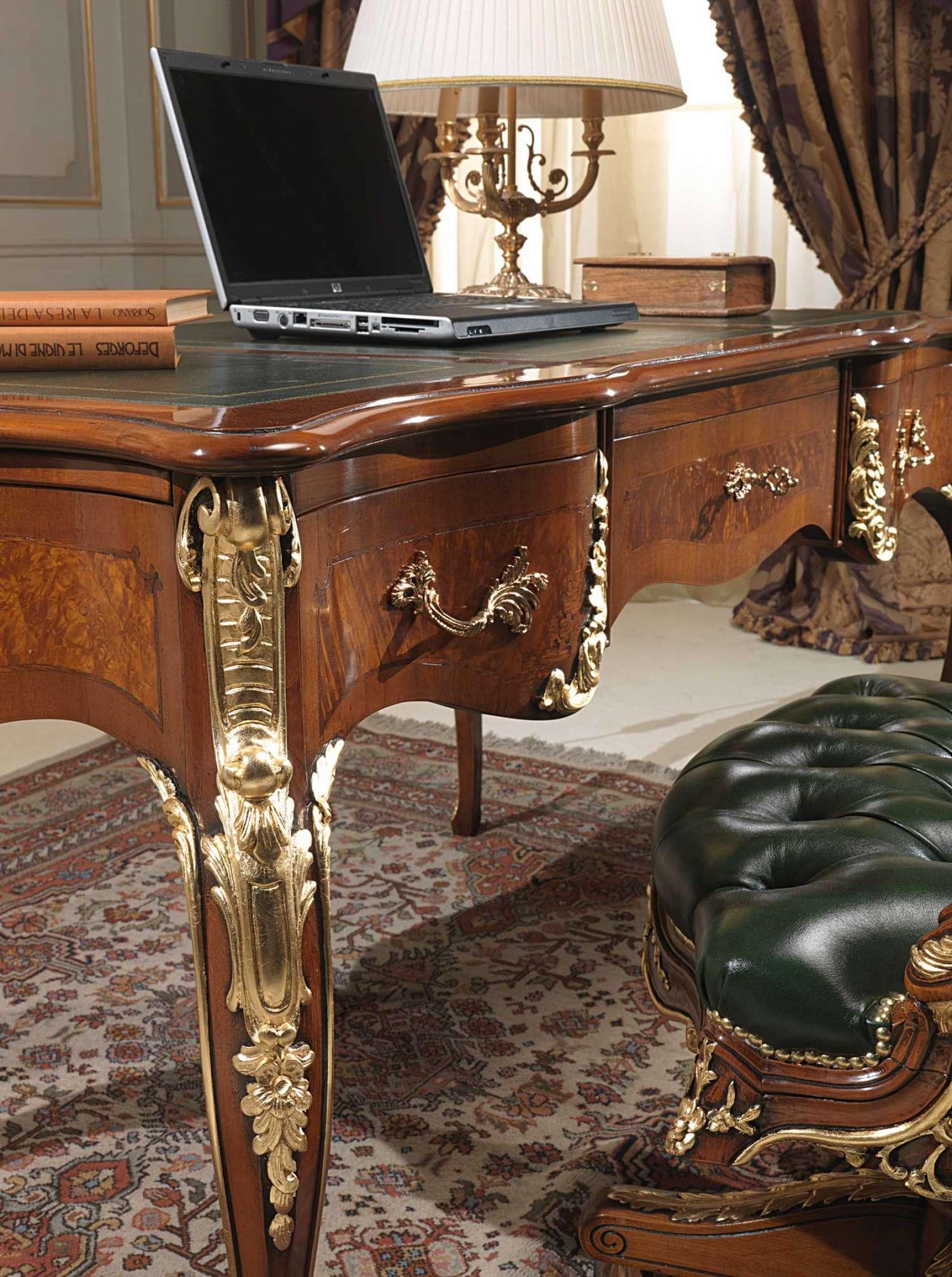 Bureau dans le style de Louis XV, détail   Vimercati Classic Furniture