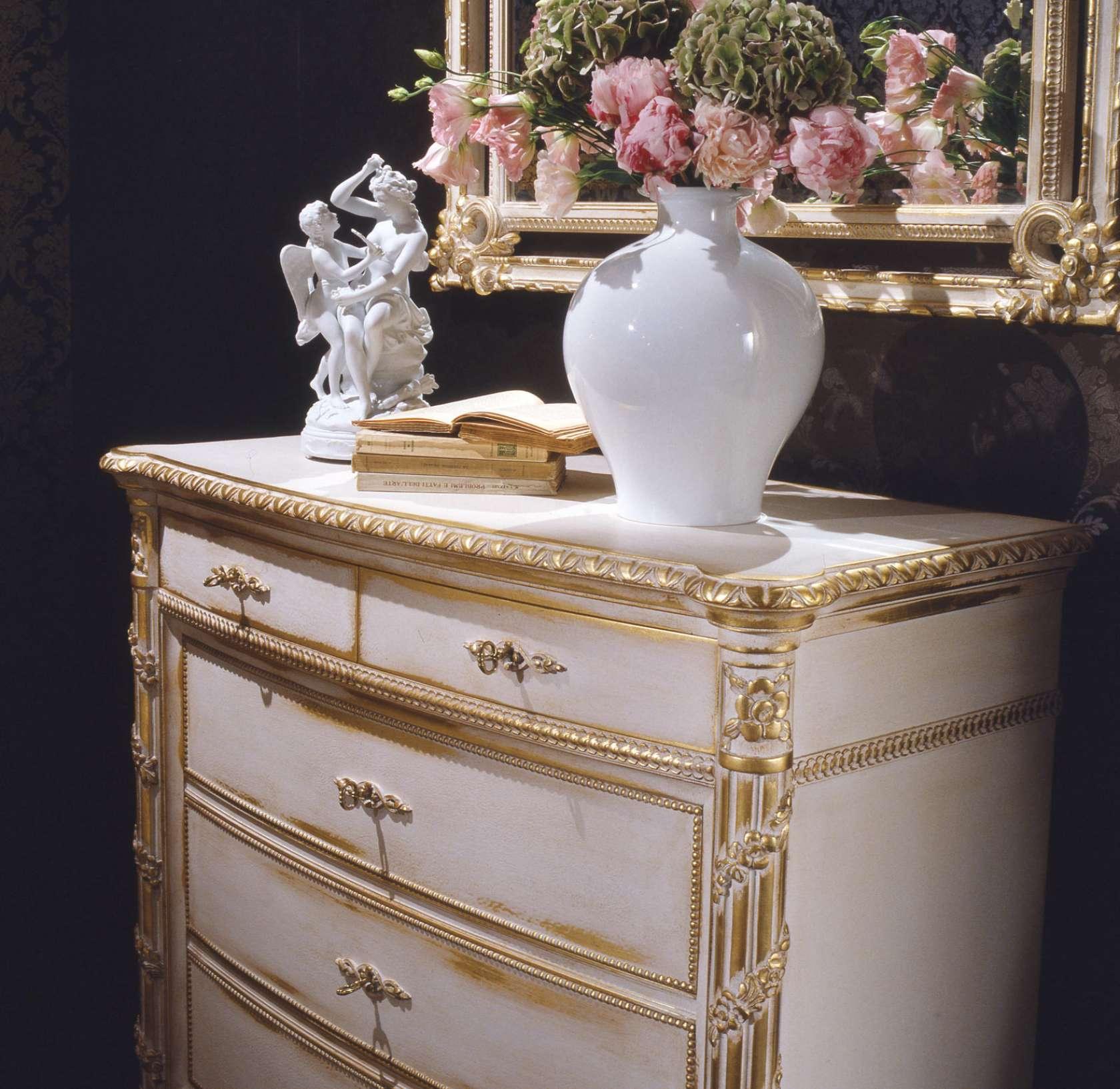 Louis XVI white and gold classic bedroom | Vimercati Classic Furniture