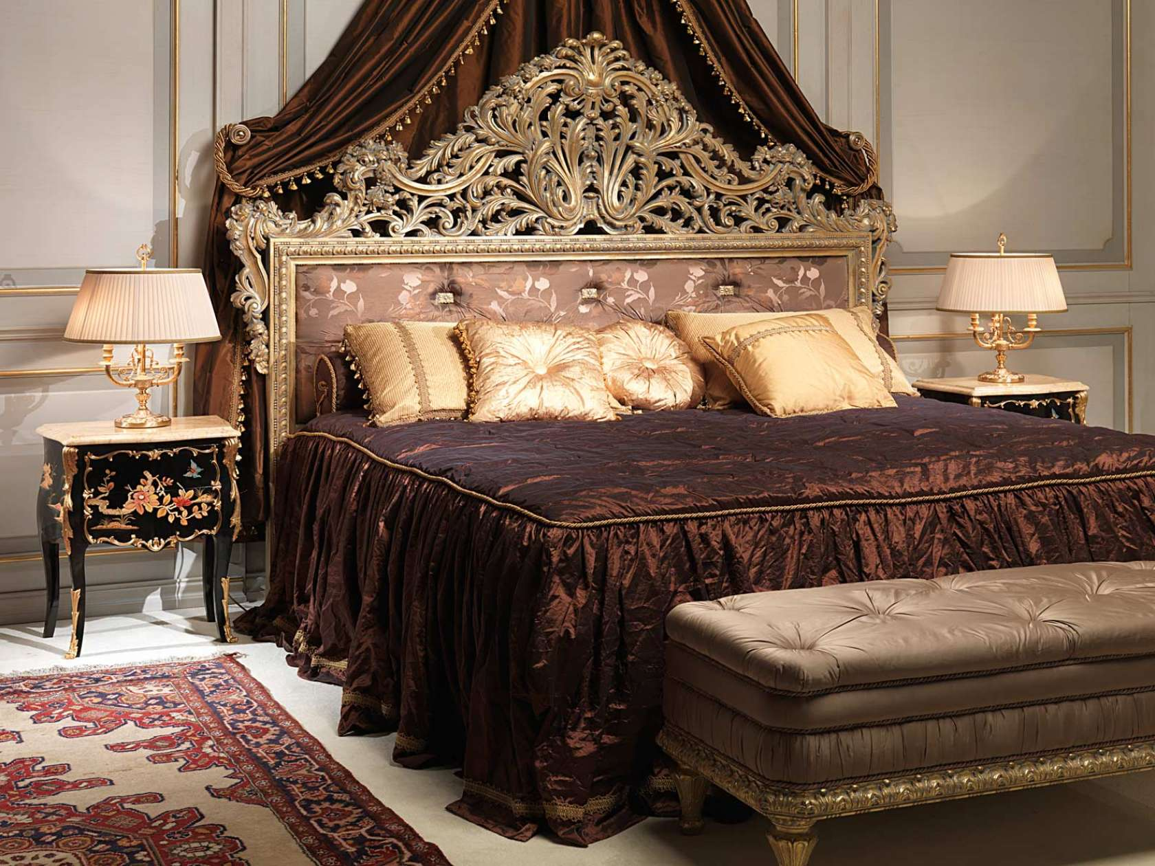 chambre coucher classique emperador gold lit grav tables de nuit grav es banc capitonn. Black Bedroom Furniture Sets. Home Design Ideas