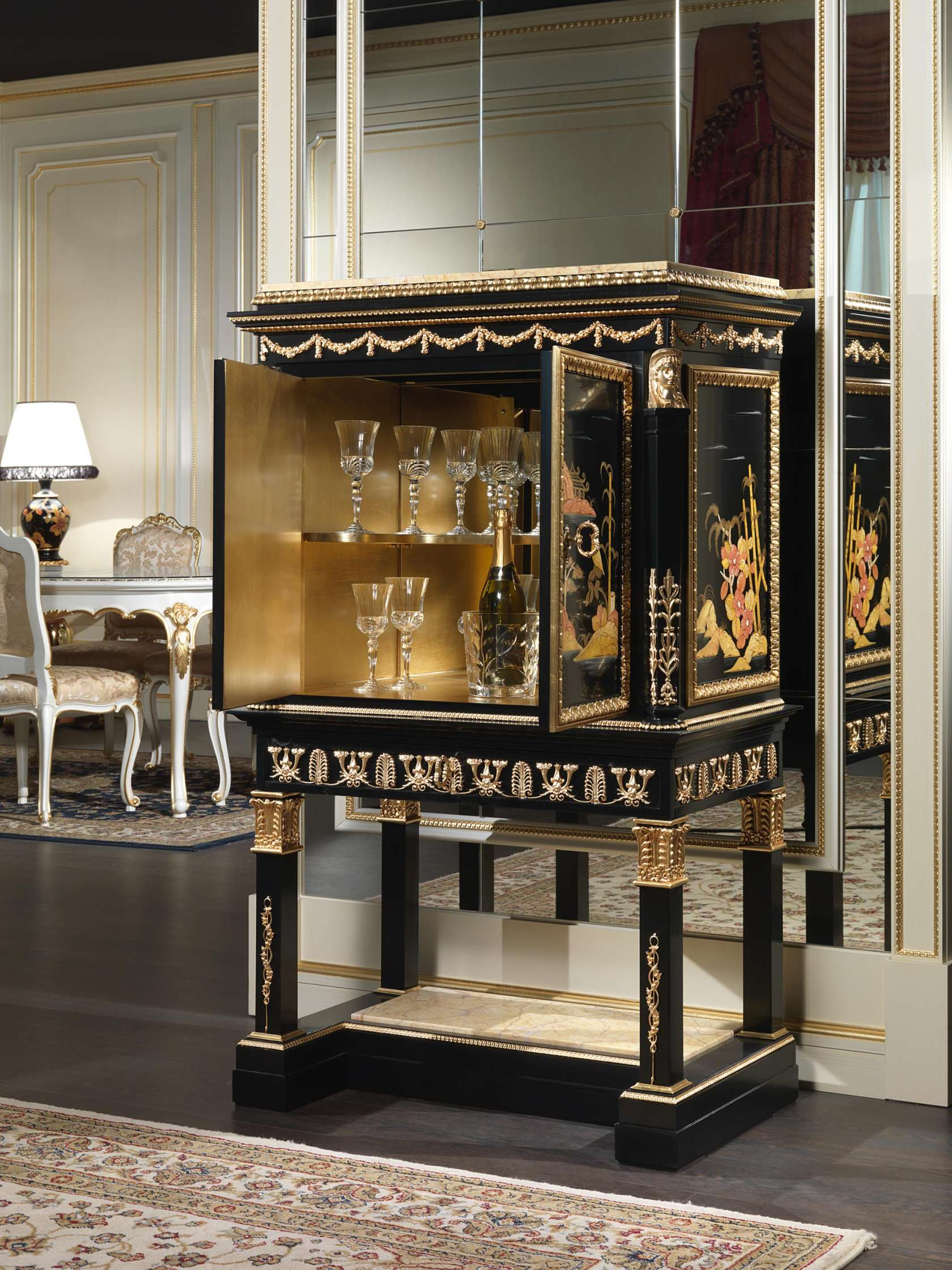 Clic Lacquered Small Cabinet Chinoiserie Collection