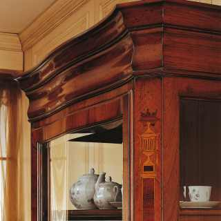 Walnut classic sideboard, 800 francese style. Detail of the marquetry