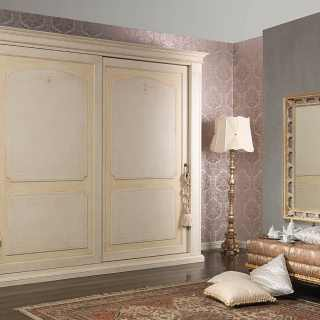 Anticated lacquered wardrobe, classic style, Botticelli collection