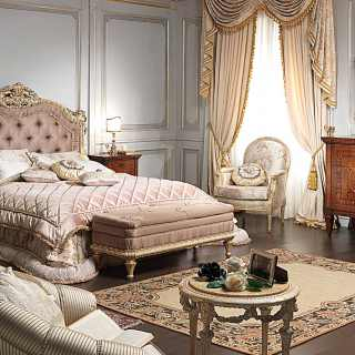 Classic luxury bedroom I Maggiolini, capitonné bed, walnut night table and chest of drawers, wall mirror and sofas