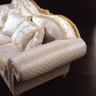 Classic armchair Excelsior with a particula wave shape. Carved and golden details and cymatium