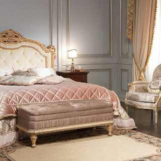 Classic bedroom Maggiolini, capitonnè bed, night tables, bench ...