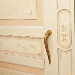 Classic wardrobe Canova: detail of carvings, golden borders and flower decorations