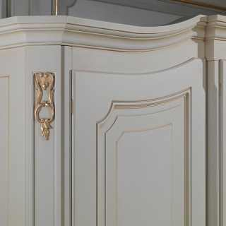 Classic wardrobe Settecento collection with golden carvings and borders