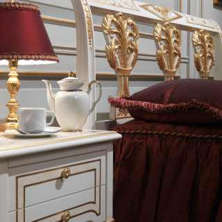 Classic luxury bedroom Rubens, 700 francese style: lacquered and gold bed and night table