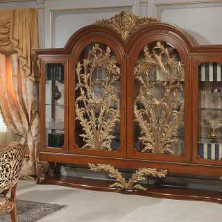 Myrtle briar glass showcase, handmade carvings, walnut and gold leaf finish: all Luigi XVI style, from the classic luxury furniture collection Versailles. Handmade in Italy