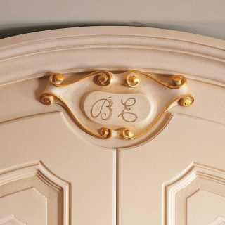 Classic wardrobe Settecento collection with carved letters and golden details