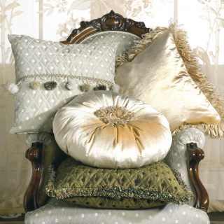 Classic armchair Carlotta and cushions