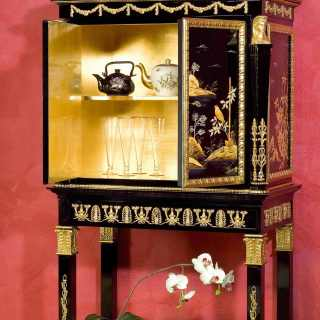 China black lacquered little cabinet, Luigi XV style, gold leaf details, marble top, golden interiors