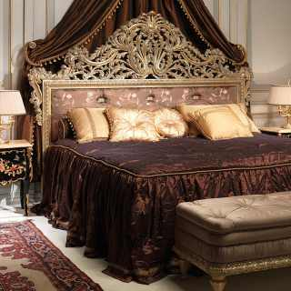 bed Emperador Gold, black night table, capitonné bench