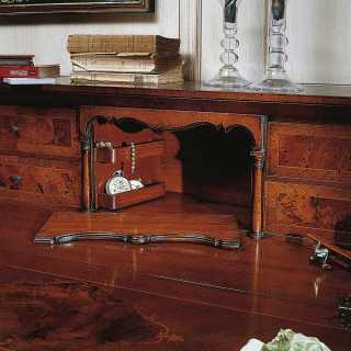 700 lombardo collection of luxury classic furniture: walnut trumeau, antique finish. Detail