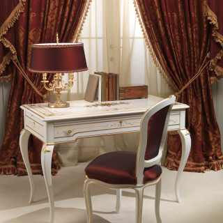 Classic luxury bedroom Rubens: lacquered and gold writing desk and chair
