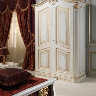 Classic luxury bedroom Rubens, 700 francese style: lacquered and gold wardrobe
