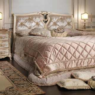 Classic capitonné bedroom Luigi XVI style, bed with capitonné headboard, carved night table, white over gold finish