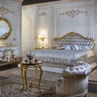 Bedroom with a classic double bed