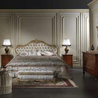 Camera matrimoniale classica stile maggiolini